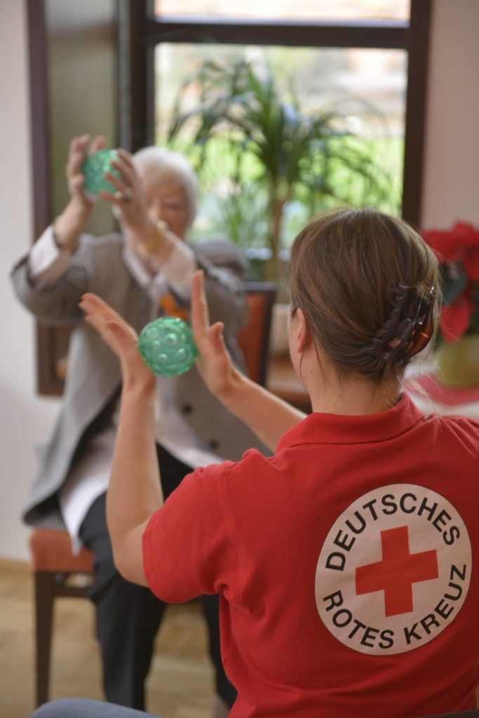 Deutsches-rotes-Kreuz-Bremen_aktivierender-Hausbesuch-683x1024 Bremer Essen auf Rädern